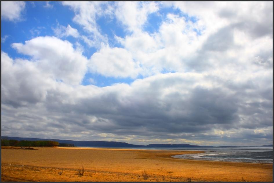 Берег и небо, пляж, река